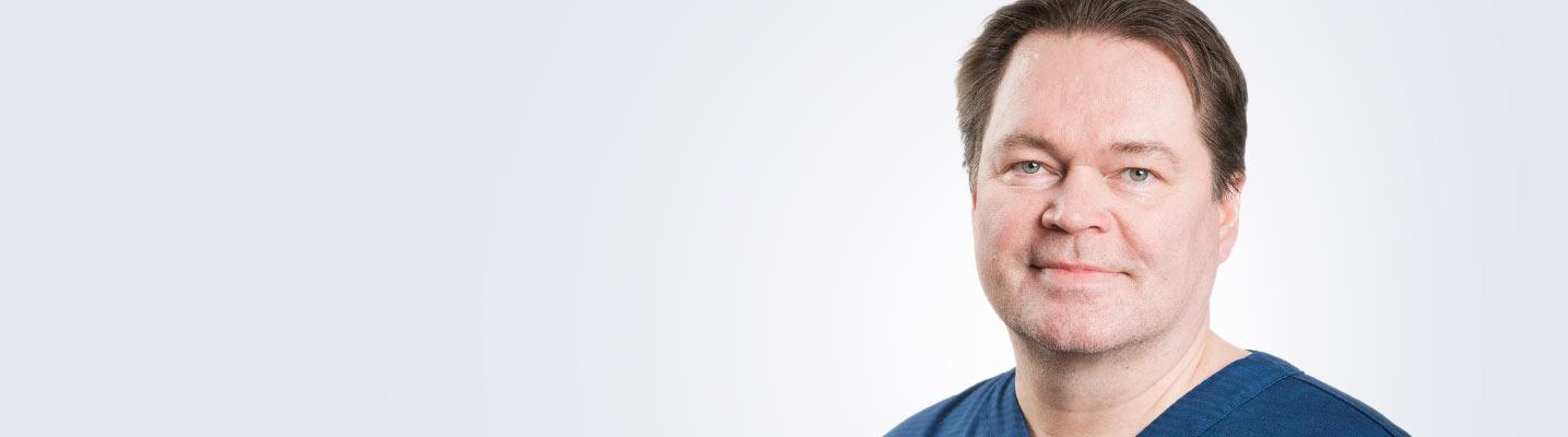 Silmätautien erikoislääkäri, silmäkirurgian erityispätevyyden omaava ylilääkäri Harri Koskela työskentelee Espoon ja Tampereen Medilaserissa.