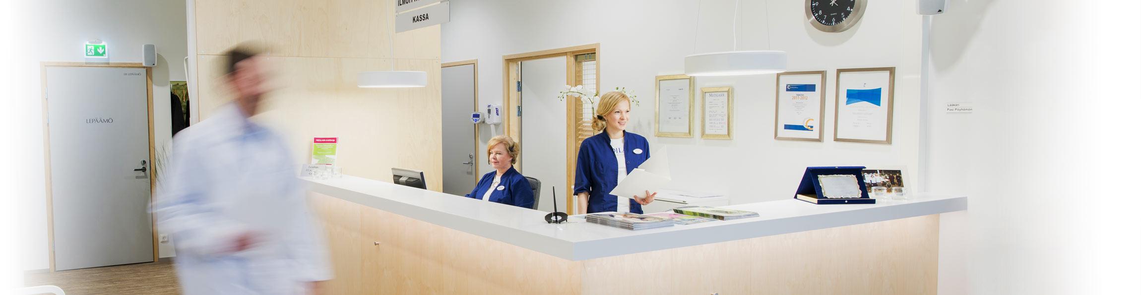 Medilaserin henkilökunta palvelee kymmenessä toimipisteessä.