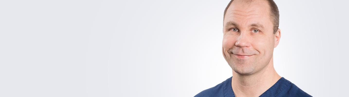 Silmätautien erikoislääkäri, silmäkirurgian erityispätevyyden omaava Pasi Pöyhönen työskentelee Seinäjoen Medilaserissa.